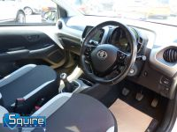 TOYOTA AYGO VVT-I X-PLAY ** COLOUR NAVIGATION - 1 OWNER ** - 2278 - 4