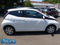 TOYOTA AYGO VVT-I X-PLAY ** COLOUR NAVIGATION - 1 OWNER ** - 2278 - 9