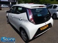 TOYOTA AYGO VVT-I X-PLAY ** COLOUR NAVIGATION - 1 OWNER ** - 2278 - 3